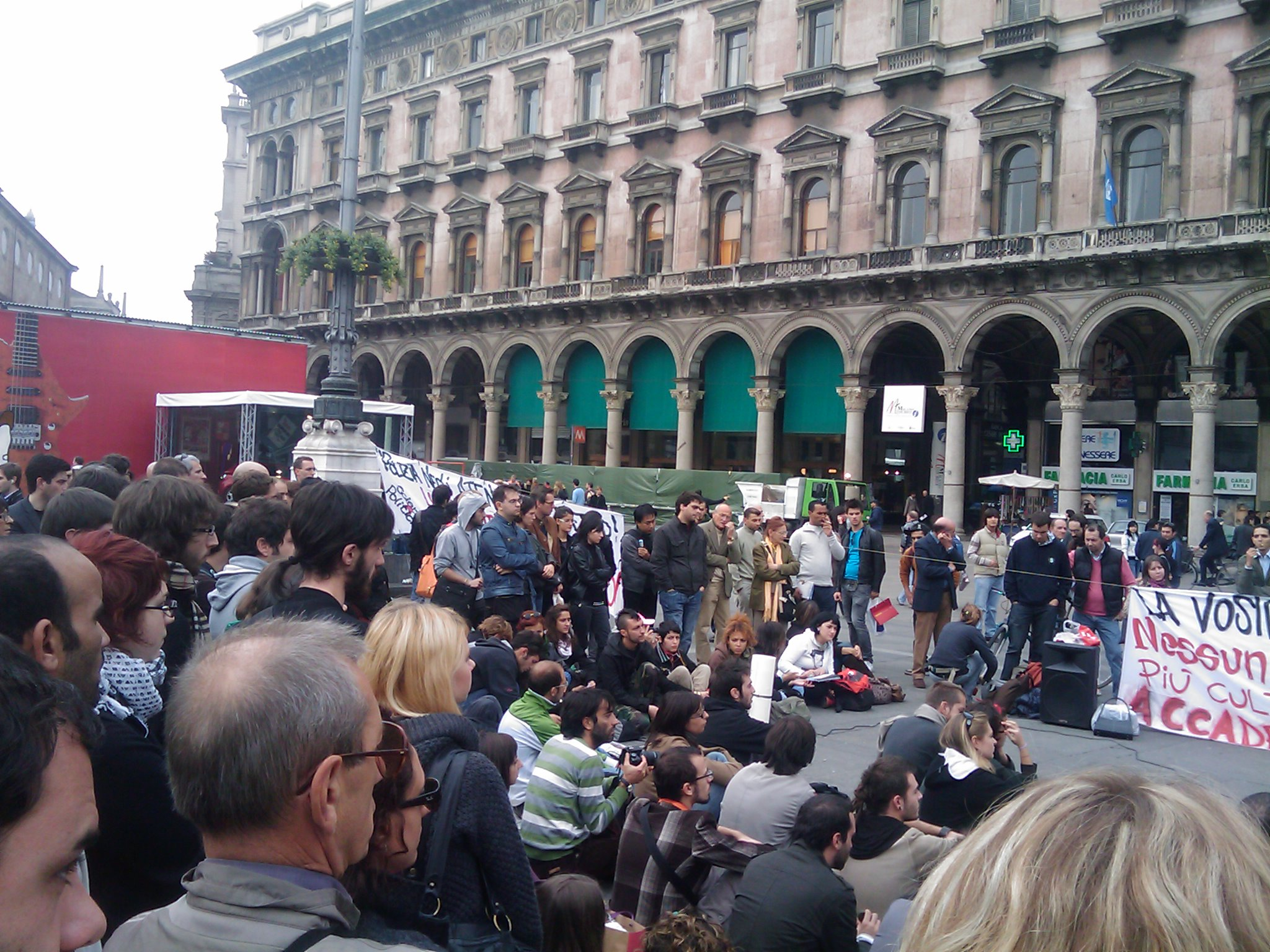 lezioni in piazza Duomo 24-10-08